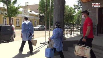 Sağlık ekipleri yaylada vatandaşlara Kovid-19 aşısı uyguluyor