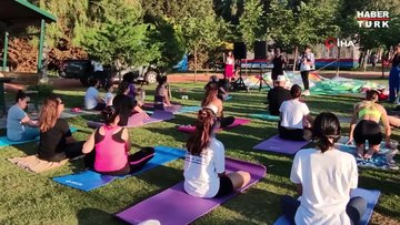 Kuşadası'nda Dünya Yoga Günü etkinliği