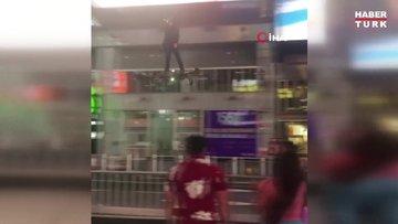 """Times Meydanı'nda bir kişi """"hoverboard"""" ile uçtu"""