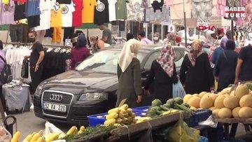 Avcılar'daki pazarda ilginç anlar; pazarcı tezgah açabilmek için otomobili yolun ortasına taşıdı
