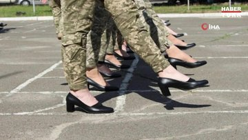 Ukrayna'da kadın askerlere topuklu ayakkabı giydirilmesine tepki yağdı