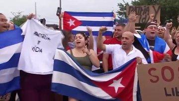 Küba'da halk 'özgürlük talebiyle' sokaklara döküldü!