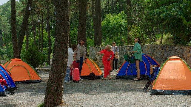 Cem, Lujuria ekibini kampa götürüyor!