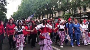 Fransa'da 'aşı zorunluluğu' protestosu!