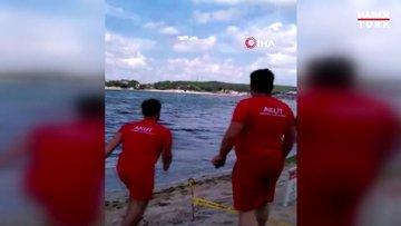 Denizde dalgalara kapılan vatandaşları boğulmaktan böyle kurtardılar