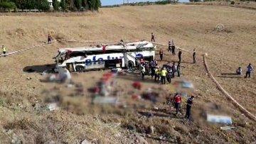 Balıkesir'de feci kaza! Yolcu otobüsü devrildi: 14 kişi öldü