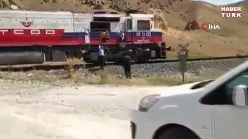 Van'da şaşırtan olay: Trenle düğün konvoyunun önünü kestiler