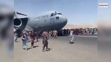 Kabil Havalimanı'nda can pazarı! Uçağın iniş takımlarına tutundular...
