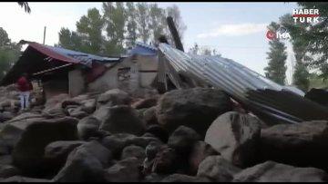 Ağrı'da sel felaketi...Selin sürüklediği kayalar hasara neden oldu