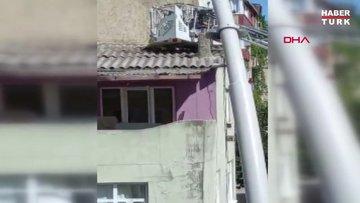 Sultangazi'de 6 katlı binanın çatı katına çıkan yaşlı adam, yan binanın çatısına düştü