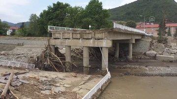 Sinop'taki selde hasar gören 58 yıllık köprün yıkılıyor