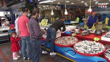 Rize'de kilo fiyatı 5 liraya düşen istavrit, kasayla satılıyor